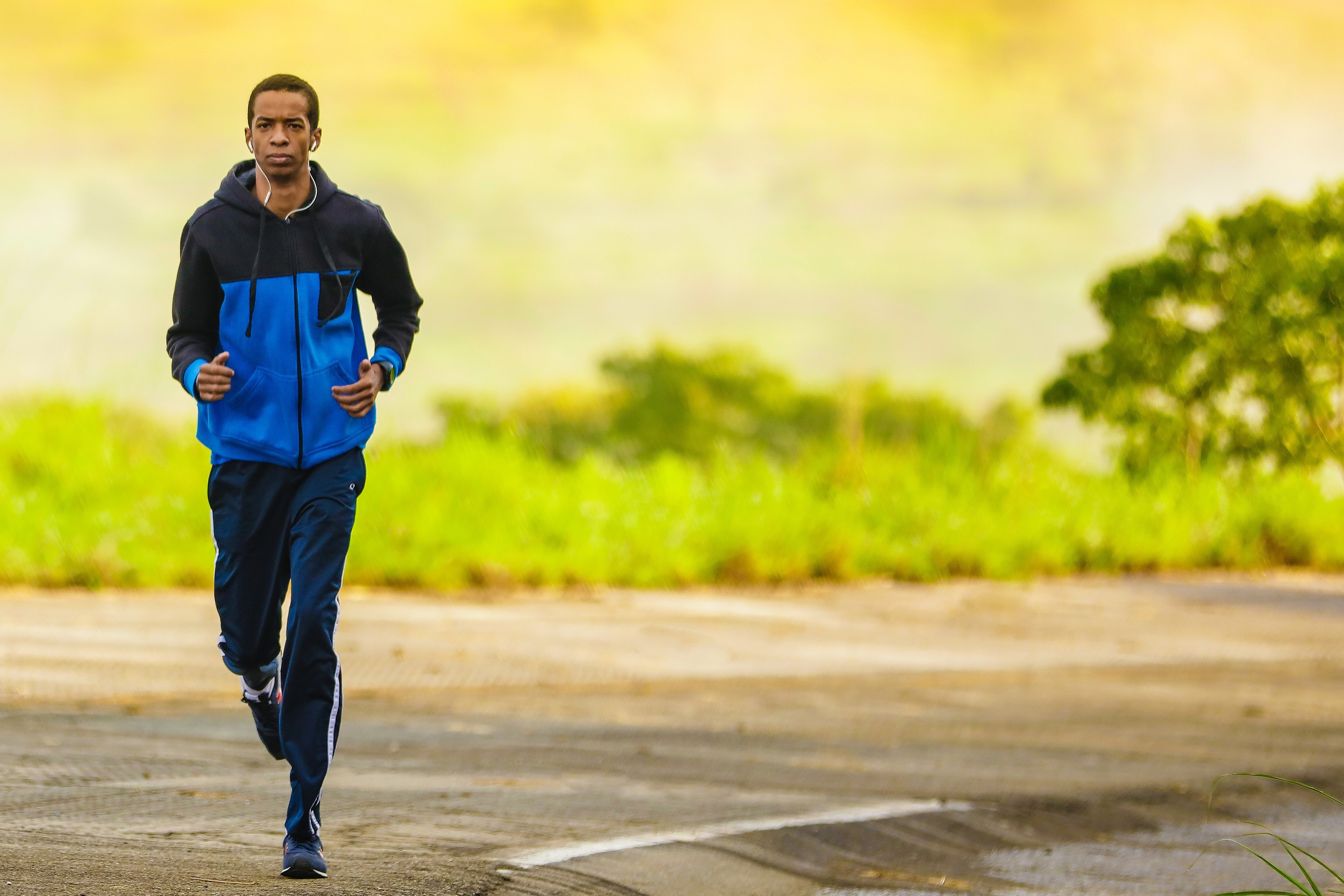 The impact of music on athletes. Guy running with headphones on